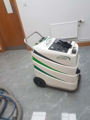 commercial carpet cleaner